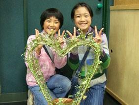 小学生姉妹植樹.jpg